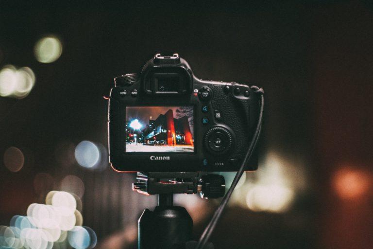 7 כללים לעמידה מול מצלמה